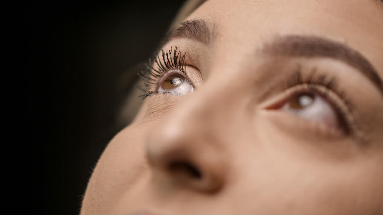 Did you know that you can wear false eyelashes without makeup?